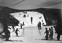 Skiing on artificial snow. Paris, 1938-1939.  © LAPI/Roger-Viollet