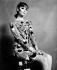 Mode des années 1960. Mini-robe imprimée multicolore en jersey Banlon par Roberta Roma, motif plume. Mai 1967. © TopFoto/Roger-Viollet