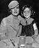 Marlene Dietrich (1901-1992), actrice et chanteuse américaine d'origine allemande, et Shirley Temple (1928-2014), actrice américaine, dans le café Paramont. 1er septembre 1934. © TopFoto/Roger-Viollet