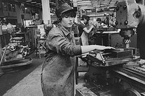 Young mechanic's apprentice at the Renault school, preparing for the F1, F2 and F3 baccalaureats and for the B.T.S., after the ninth grade. Billancourt (Hauts-de-Seine), 1982. Photograph by Janine Niepce (1921-2007). © Janine Niepce / Roger-Viollet