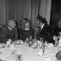 Amanda Lear with Salvador Dali (1904-1989), Spanish painter and Yul Brynner (1915-1985), American actor. © Jacques Cuinières / Roger-Viollet
