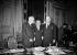Georges Bidault (1899-1983) et Foster Dulles (1888-1959), au cours d'entretiens franco-américains. Paris, Quai d'Orsay, 2 février 1953.        © Roger-Viollet