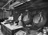 Fabrication des pillules, dragées et granulés ronds dans un laboratoire pharmaceutique. France, 1905. © Jacques Boyer / Roger-Viollet
