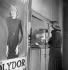 Edith Piaf (1915-1963), chanteuse française, enregistrant un disque. 1937-1938. © Gaston Paris / Roger-Viollet
