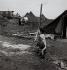 Camp de toile pour reloger les sans-abris. Noisy-le-Grand (Seine-Saint-Denis), 1955.  Photographie de Janine Niepce (1921-2007). © Janine Niepce/Roger-Viollet