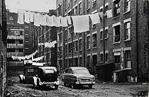 Housing estate for the emloyees of the Wapping warehouses. London (England), 1958. © Jean Mounicq/Roger-Viollet