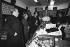 Alain Juppé et Bernadette Chirac faisant campagne pour les élections municipales. 17 février 1983. © Jean-Régis Roustan/Roger-Viollet