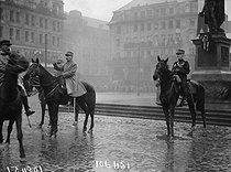 World War One. French troops entering in Strasbourg (France), November 1918. Ferdinand Foch (1851-1929), French Marshal, in front of the statue of Jean-Baptiste Kléber (1753-1800), French General. © Maurice-Louis Branger/Roger-Viollet