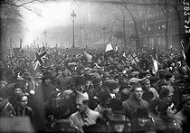 World War I. Demonstrations in Paris upon the announcement of the armistice of November 11, 1918.     © Roger-Viollet