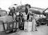 Mannequins parisiens présentant une rétrospective de la mode des années 1900, 1915, 1925 et 1945. Orly, aéroport de Paris, 27 août 1953.      © Roger-Viollet