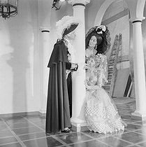 "Shooting of ""Le Mariage de Figaro"", film by Jean Meyer (1959), after the play by Beaumarchais (The Marriage of Figaro, 1778). Jean Piat and Micheline Boudet. France, on June 5, 1959. © Alain Adler / Roger-Viollet"
