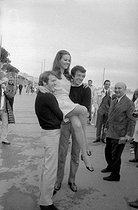 Michel Duchaussoy (1938-2012), Claudine Auger (born in 1942) and Jean-Pierre Cassel (1932-2007), French actors. Cannes Film Festival, 1967.     © Roger-Viollet