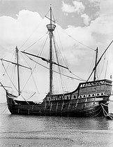 "Copy of the caravel ""Santa Maria"", used during the first travel of Christopher Colombus (1450-1506), Italian sailor and explorer. Spain, mouth of the Rio Tinto, 1939. © Jacques Boyer / Roger-Viollet"