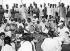 """Mahatma Gandhi (1869-1948) et Jawaharlal Nehru (1889-1964), hommes politiques indiens, participant à une démonstration au filage au rouet lors de la """"Semaine nationale"""". New Delhi (Inde), 19 avril 1946. © Underwood Archives/The Image Works/Roger-Viollet"""