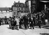 Commemorative ceremony of World War I. 10th anniversary of the Battle of the Marne. Official parade in front of the cathedral. Marshal Joffre and André Maginot. Meaux (Seine et Marne, France), 1926. © Roger-Viollet