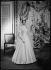 Anne-Aymone de Brantes (née en 1933) en robe de mariée. Paris, 1952.  © Laure Albin Guillot / Roger-Viollet