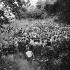 Jean Vilar au verger. Festival d'Avignon, juillet 1954.  © Studio Lipnitzki/Roger-Viollet
