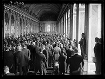 World War I. Signing of the Treaty of Versailles. The historical session at the Hall of Mirrors. Versailles (France), on June 28, 1919. © Excelsior - L'Equipe / Roger-Viollet