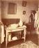 Intérieur d'un ouvrier, rue de Romainville. Paris (XIXème arrondissement), 1910. Photographie d'Eugène Atget (1857-1927). Paris, musée Carnavalet. © Eugène Atget / Musée Carnavalet / Roger-Viollet
