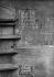 Crue de la Seine - 28, rue de Charenton, plaque de niveau de crue entre 1740 et 1910. Photographie de Charles Lansiaux (1855-1939). Paris, musée Carnavalet. © Charles Lansiaux/Musée Carnavalet/Roger-Viollet