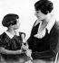 Svetlana Allilouïeva (1926-2011), fille de Joseph Staline (1879-1953), homme d'Etat soviétique, avec sa mère Nadia (1901-1932). © TopFoto/Roger-Viollet