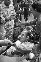 Triumph of Stirling Moss (born in 1929), British racing driver, winner of the Monaco Grand Prix, 1960.    © Roger-Viollet