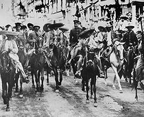 Emiliano Zapata and Pancho Villa (centre), entering Mexico City (Mexico), on December 6, 1914. National museum of Mexico City.      © Roger-Viollet