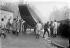 Crue de la Seine. Mise à l'eau d'une barque par le génie. Paris, esplanade des Invalides. 1910. © Jacques Boyer/Roger-Viollet