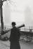 Walk strolling along the River Thames. Tower Bridge. London (England), 1958. © Jean Mounicq/Roger-Viollet