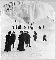 The frozen Niagara falls. United State, late 19th century. © Roger-Viollet