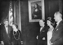 Leonardo da Vinci (1452-1519). Mona Lisa, piece of art presented in Washington D.C. John F. Kennedy, Président des Etats-Unis, Clara Malraux, André Malraux, French Minister for Culture, Jackie Kennedy and vice-president Lyndon B. Johnson. Washington D.C. (United States), 1963. © Imagno / Roger-Viollet