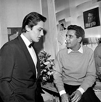 Alain Delon (born in 1935), French actor, and Gilbert Bécaud (1927-2001), French singer-songwriter. Paris, Olympia, March 1962. © Studio Lipnitzki / Roger-Viollet