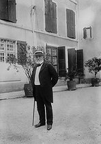 Emile Loubet (1838-1929), President of the French Republic in front of his property of Begude-de-Mazenc (France). © Albert Harlingue / Roger-Viollet
