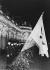 Consécration de 140 drapeaux des Jeunesses hitlériennes provenant d'Autriche et des Sudètes. Cérémonie à l'occasion de l'anniversaire du roi Frédéric II de Prusse (1712-1786) et en mémoire d'Herbert Norkus (1916-1932), membre des Jeunesses hitlériennes assassiné par des communistes allemands. Potsdam (Allemagne), palais de Sanssouci, 24 janvier 1934. © Ullstein Bild/Roger-Viollet