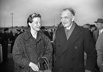 Jacqueline Auriol (1917-2000), French aviatrix, and Louis Bréguet (1880-1955), French aircraft designer. Orly (France), on December 15, 1953.    © Roger-Viollet