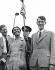 Les trois membres de l'expédition britannique qui ont vaincu le mont Everest, à leur arrivée à l'aéroport de Londres. Le sherpa Tenzing Norkay entouré du colonel John Hunt et Edmund Hillary. 3 juillet 1953. © TopFoto / Roger-Viollet
