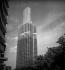 La tour Montparnasse en cours d'achèvement. Paris (XVème arr.), juillet 1972. © Roger-Viollet