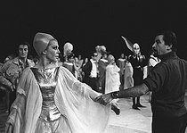 "Rehearsal of ""The Damnation of Faust"" by Hector Berlioz. Direction and choreography : Maurice Béjart. Jane Rhodes and Maurice Béjart. Paris, Palais des Sports, October 1970. © Colette Masson / Roger-Viollet"