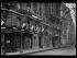 Guerre 1914-1918. Paris fête la signature de l'armistice, le 11 novembre 1918. La demeure du maréchal Foch pavoisée. © Excelsior - L'Equipe / Roger-Viollet