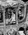 La princesse Elisabeth d'Angleterre (née en 1926), et son époux, le prince Philip (né en 1921), duc d'Edimbourg, se rendant en carrosse à l'abbaye de Westminster pour la cérémonie du couronnement. Londres (Angleterre), 2 juin 1953. © PA Archive/Roger-Viollet