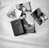 Le Petit livre rouge de Mao Zedong et brochures de propagande. Chine, 1965. © Roger-Viollet