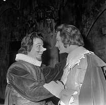 """Cyrano de Bergerac"", play by Edmond Rostand. Direction : Jacques Charon. Jean Piat and Jacques Toja. Paris, Comédie-Française, 1964 © Studio Lipnitzki / Roger-Viollet"