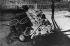 Troubles aux Sudètes. Barricades allemandes contre les soldats tchèques essayant de s'introduire dans le quartier. Aux alentours du 23 ou 24 septembre 1938. © Ullstein Bild/Roger-Viollet