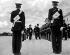 Harold Macmillan, premier ministre britannique, représentant la reine, passant en revue les cadets de la Royal Military Academy de Sandhurst. Camberley (Angleterre), 22 juillet 1960. © TopFoto / Roger-Viollet