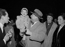 Georges Simenon (1903-1989), Belgian writer, with his son Jean. Paris, March 18, 1952. © Roger-Viollet