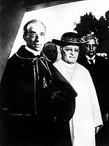 Pius XI ( 1857-1939 ), pope, to the right, and the cardinal Eugenio Pacelli (1876-1958) who will succeed him under the name of Pius XII. © Roger-Viollet
