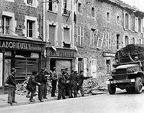 World War II. Liberation of Normandy. The French Forces of the Interior (2nd armoured division) crossing La Haye-du-Puits (France), August 1944. © Roger-Viollet
