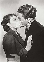 Fake kiss with a protective mask to prevent any contamination during a flu epidemic in Hollywood (California), 1937. © Imagno/Roger-Viollet