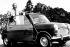 Sir Alec Issigonis, père de la Mini, posant avec sa première Mini Minor. 18 août 1959. © TopFoto/Roger-Viollet