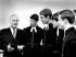 Yehudi Menuhin (1916-1999), chef d'orchestre américain d'origine russe, s'entretenant avec de futurs élèves de l'école de musique de Chetham. Manchester (Angleterre) 31 mars 1969. © PA Archive / Roger-Viollet